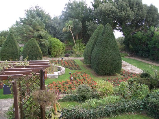Luccombe Hall Hotel: beautiful garden