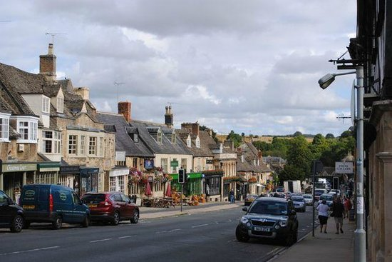 The Angel at Burford: main street
