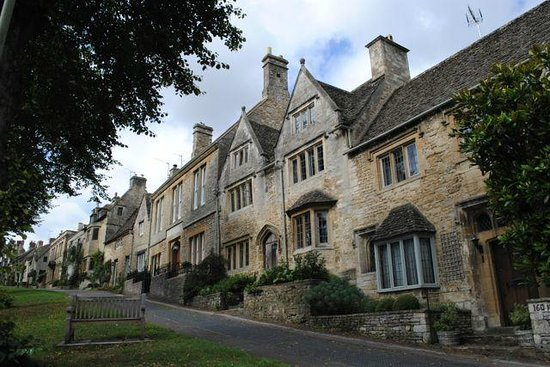 The Angel at Burford: coswolds houses
