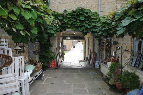 The Angel at Burford: charming shop