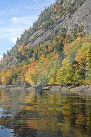 Les Croisières du Fjord : Falaise du fjord