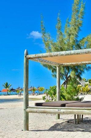 Preskil Beach Resort: Relax on Sun bed...