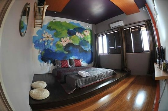 Street Art House : Double bedroom with Lotus wall art