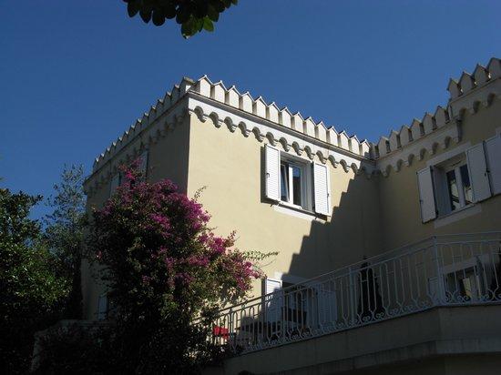Hôtel Château De La Tour : View on the suites terrace