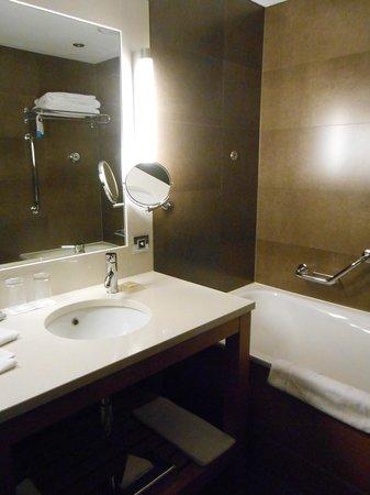 Radisson Blu Royal Hotel, Dublin : Bathroom