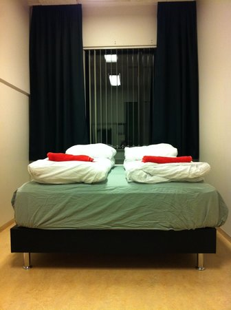 Bus Hostel: Double room n°17