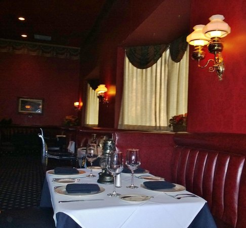 Railroad Pass Hotel & Casino: Lots of Leather Booths At The Steakhoue at the Pass
