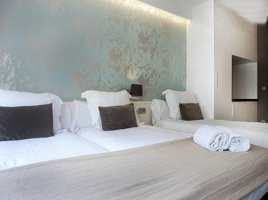Barcelona Fifteen Luxury Hostel : Studio Triple - 3 single beds