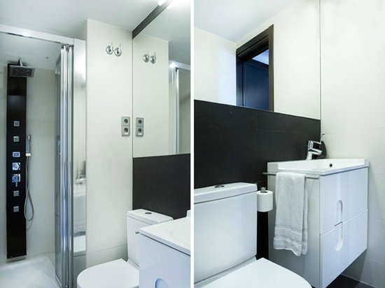 Barcelona Fifteen Luxury Hostel : Brand new bathroom with shower try, sink and toilet