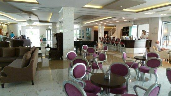 The Lesante Luxury Hotel & Spa: Foyer & indoor bar