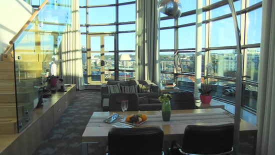Clayton Hotel Cork City: lounge in the clarion penthouse