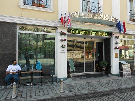 Gulhane Park Hotel: entrance