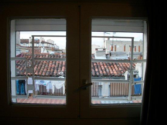 Hôtel Edmond Rostand : fenêtre