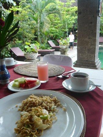 Puri Garden Hotel & Restaurant: Breakfast