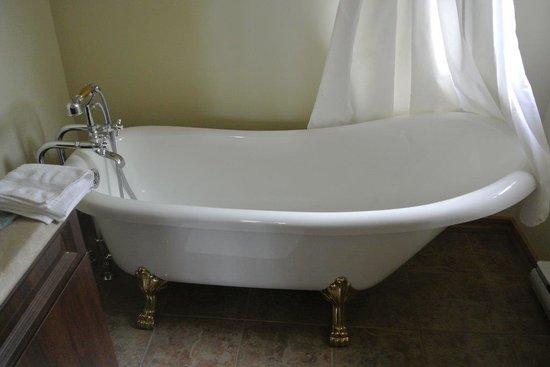 Auberge la Fjordelaise: Salle de bain de la chambre 1 (Rosalie)