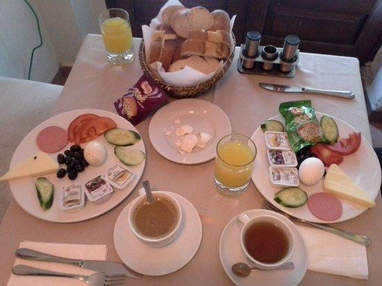 Ares Hotel : cafe da manhã