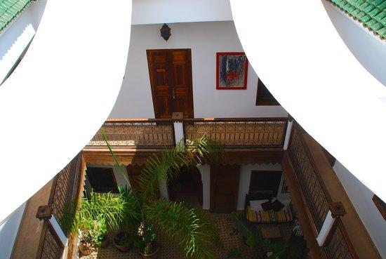 Riad Limouna: Le patio, vue de la terrasse