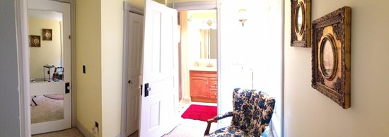Chelsea House Victorian Inn: Congdon Room - Partial View from Sitting Room to Bath