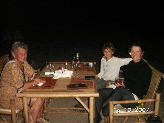 Samui Honey Cottages Beach Resort: Restaurant on the beach