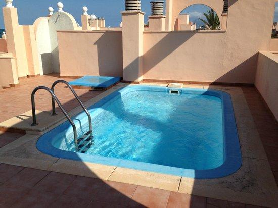 Oliva Nova Beach & Golf Hotel: Egen pool, inte dumt!