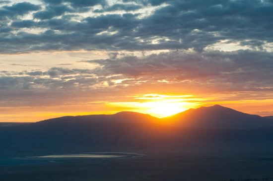 Ngorongoro Sopa Lodge: sunset from the front of the main hotel