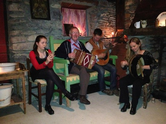 Loch Lein Country House: An evening at Molly Gallivan's - exceptional entertainment