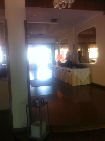 Waldorf Suite Hotel: χώρος πρωίνού