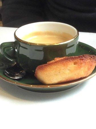 La Cave: Café et madeleine