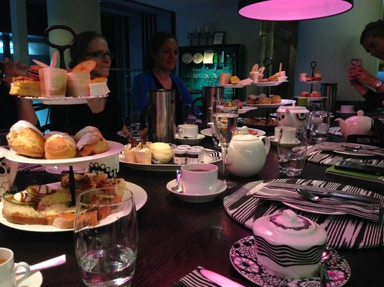 Radisson Collection Hotel Royal Mile Edinburgh: afternoon tea for 11 (even gluton free if you ask in advance)