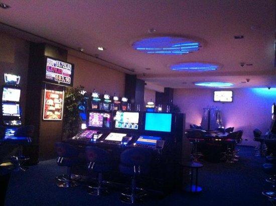Golden Sun Casino: Slot smoking area