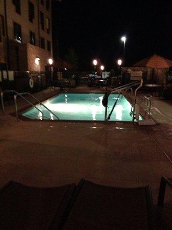 TownePlace Suites Monroe: Pool at night