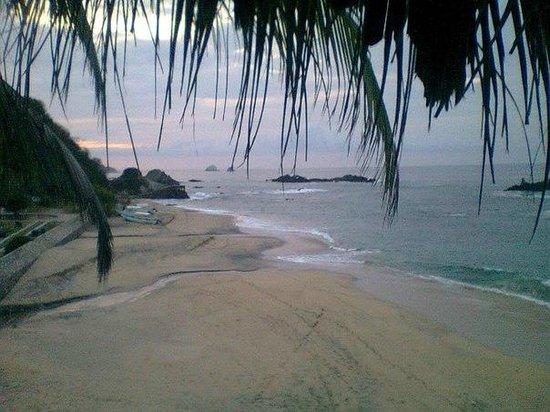 Вид на пляж из бунгало № 9 в Posada Ziga