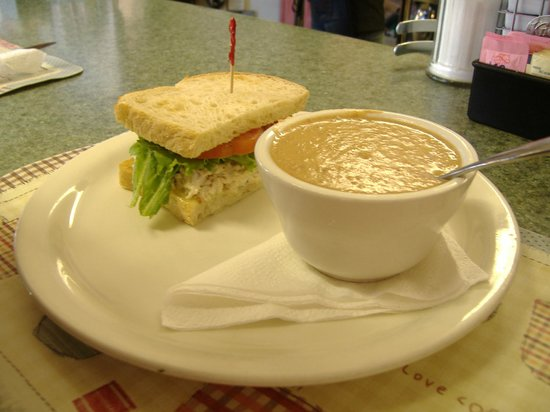 Mel's Diner: Try the bean soup