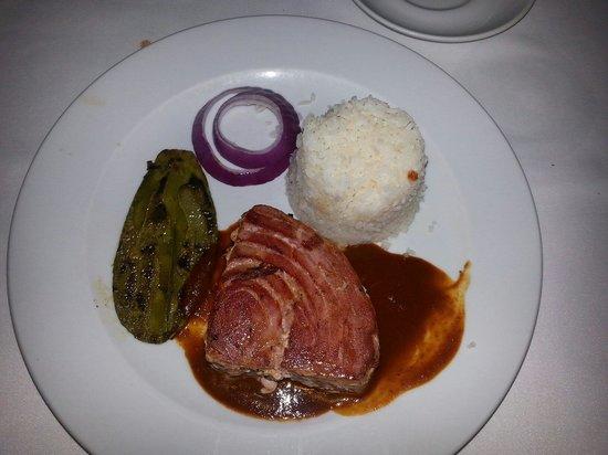 Los Canarios: Tuna steak w adobo