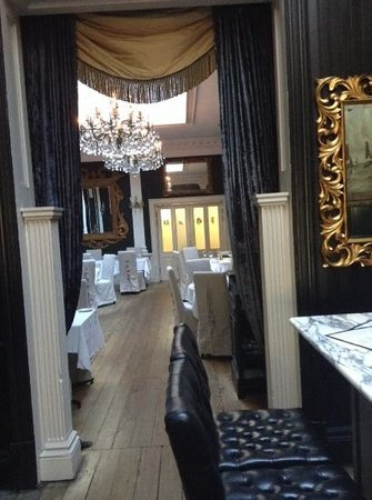 Osborne's Cafe and Grill : entrance to cafe.....stunning!