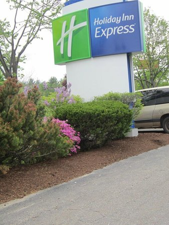 Holiday Inn Express Keene: nice grounds