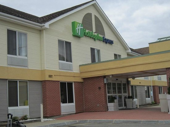 Holiday Inn Express Keene: Front of bldg