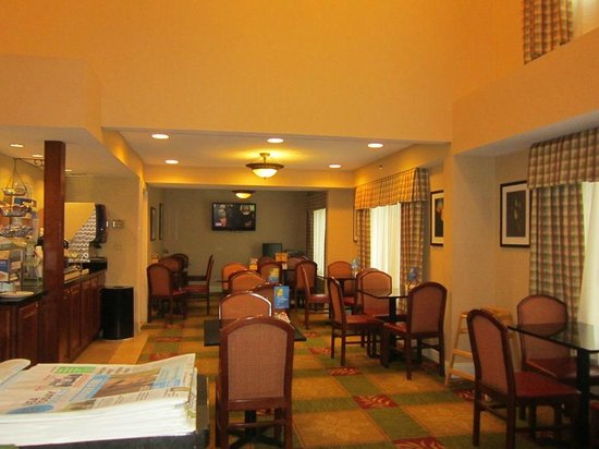 Holiday Inn Express Keene: dining area