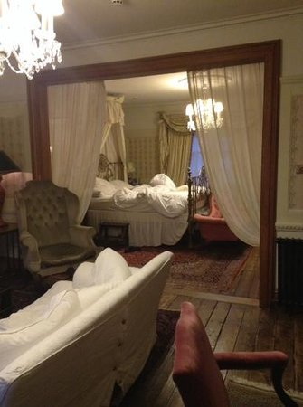 Osborne's Cafe and Grill : our suite.....beautiful