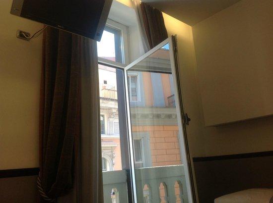 BEST WESTERN Hotel Universo : За окном- Рим!