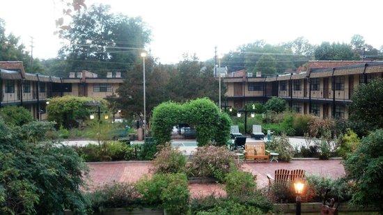 Duke Tower Suites and Condominiums: Gardens