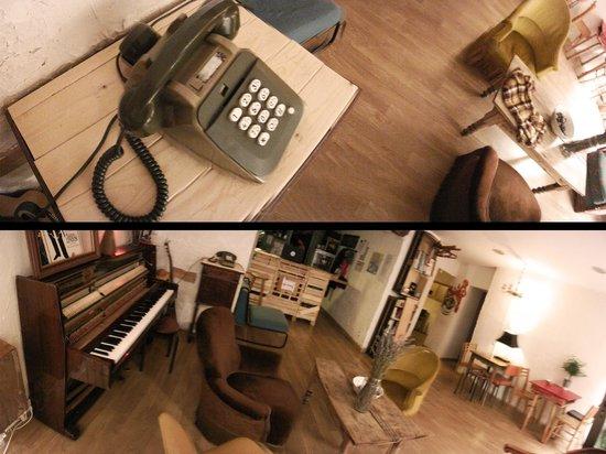 Chicag' Hostel : Salon / Piano