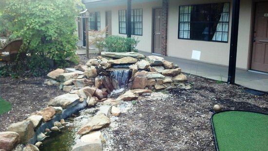 Duke Tower Suites and Condominiums: Water Feature