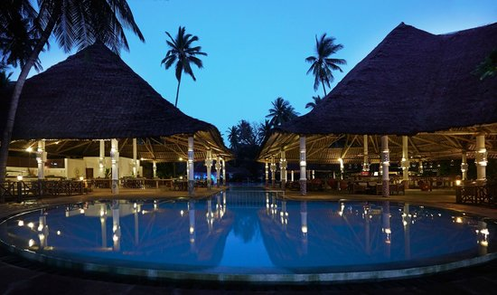 Neptune Village Beach Resort & Spa: Bar & Pool