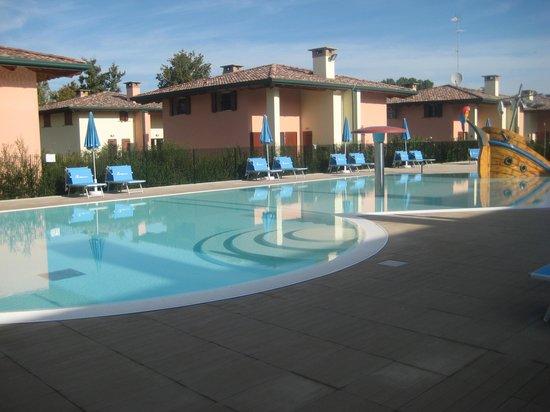 Airone Bianco Residence Village : la piscina