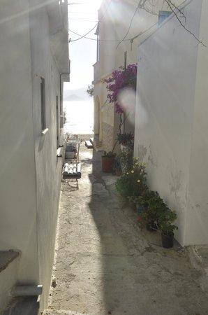 Iria Beach Art Hotel: View to the beach from our terrace