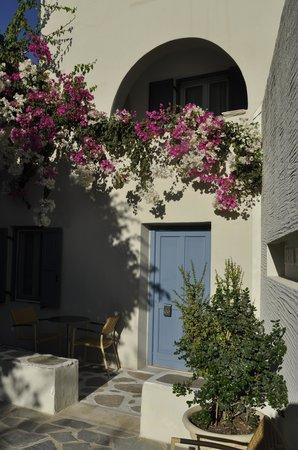 Iria Beach Art Hotel: Courtyard view