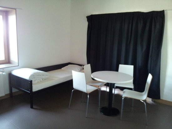 Yves Robert Hostel: Double Room with private toilet