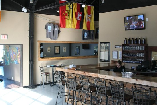 Blue Stallion Brewing Company: View of the bar
