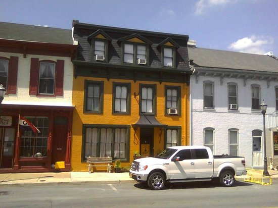 CandleLight Inn Bed & Breakfast: Located on Conococheague Street